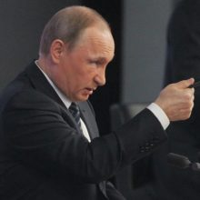 Путин окончательно запретил гаишникам снимать номера