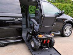 Инвалидам разрешили парковаться под запрещающими знаками и ездить там, где запрещено