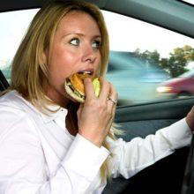 Что грозит водителю, закусывающему за рулем