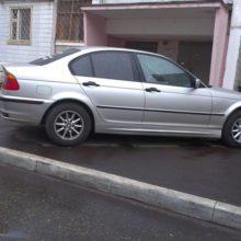 Что грозит водителю, который припарковал машину вплотную к подъезду