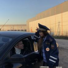 Имеет ли право сотрудник ГИБДД проверять документы у водителя в припаркованном авто