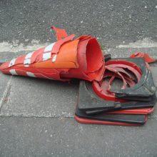 Как гаишники лишают прав за сбитый конус на дороге