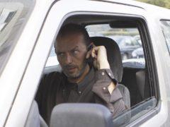 ГИБДД разрешила разговаривать водителям по телефону
