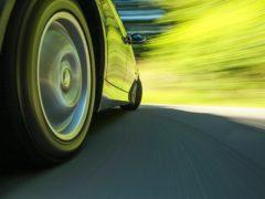 В каких случаях водителей штрафуют на 25 000 рублей за медленную езду