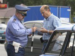 Законно ли требование гаишника показать огнетушитель, аптечку и знак аварийной остановки
