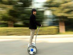 Владельцев самокатов и гироскутеров могут начать штрафовать наравне с водителями