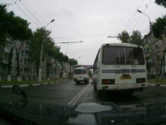Как законно объехать по «встречке» стоящий на остановке автобус